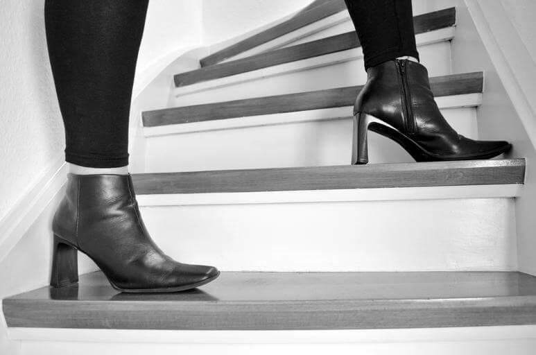 how to walk quietly in heels